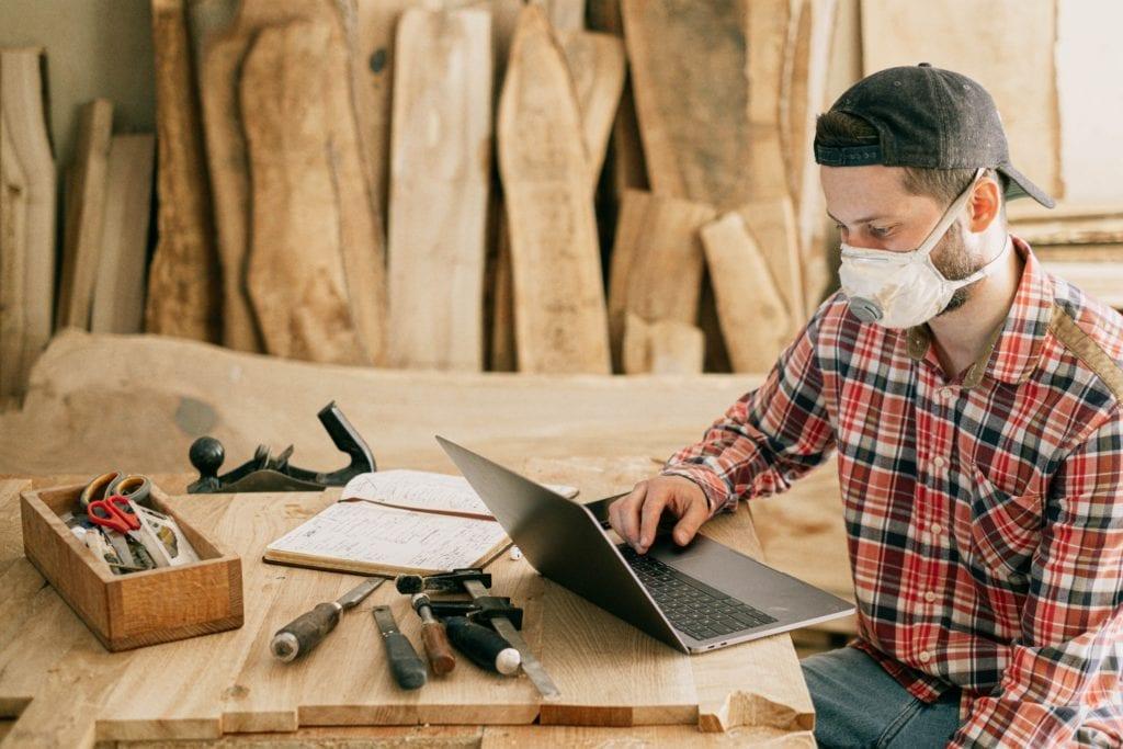 Laptop man in mask