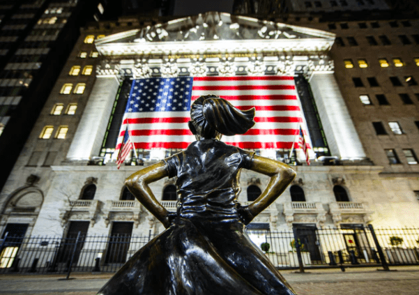 Fearless girl + US flag pic